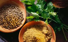 Il coriandolo, da utilizzare come ingrediente per una piacevole tisana ma anche da aggiungere a zuppe e verdure rafforza le difese immunitarie e agisce contro i malanni di stagione