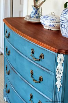Silver Pennies: Delphine (Before & After) with MMS Milk Paint in Flow Blue and Chalk Paint® in Old White. Used the bare wood and hemp oil for the top and inside drawers.