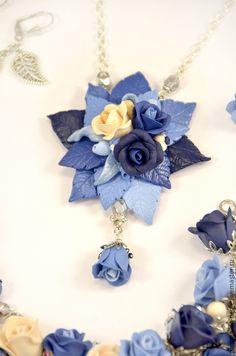 Купить Браслет с розами синих и кремовых оттенков из полимерной глины - синий, роза, голубой, бежевый