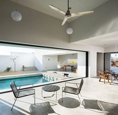 A 4,000 sq ft LA home, designed by architect Pat Killen, in fully embraces its sun-soaked Manhattan Beach setting
