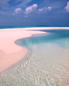 Pink and turquoise shades for this beach dream spot, at Castaway Island Maldives, as pinned on our #pinterest #marysiatravellist #MaldivesPins