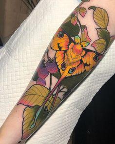 Great Tattoos, Leg Tattoos, Beautiful Tattoos, Body Art Tattoos, Sleeve Tattoos, Neotraditional Tattoo, Tatto Love, Moth Tattoo, Tatoo Art