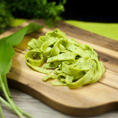 Die Bärlauch-Nudeln sind lowcarb, LCHF und KETO geeignet. Zudem sind sie auch noch glutenfrei.