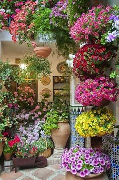 LOvely Patio idea~The Beauty of Flowers  Gardens ...wow wow double wow #jardines #Paisajismojardinespatio