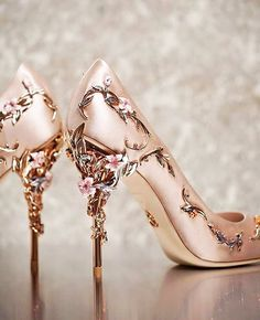 """Ralph & Russo Eden Pumps in Rose Go. - inkxlenses: ""Ralph & Russo Eden Pumps in Rose Go. - inkxlenses: ""Ralph & Russo Eden Pumps in Rose Go. Fancy Shoes, Pretty Shoes, Beautiful Shoes, Cute Shoes, Me Too Shoes, Crazy Shoes, Bridal Shoes, Wedding Shoes, Casual Wedding"