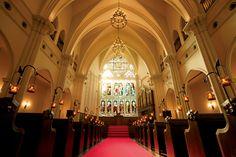 200年の歳月を経て美しく輝くステンドグラス。 19世紀製の芸術的価値が高い逸品が 神戸元町にある結婚式場のチャペルへ チャペル 神戸旧居留地の結婚式場・大聖堂でウェディング - 神戸セントモルガン教会