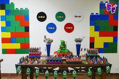 O Eduardo, como praticamente todos os meninos dessa faixa etária amam o Ninja Go,sabem tudo sobre eles . . . e agora nós também!... Lego Ninjago, Ninjago Party, Lego Birthday, 6th Birthday Parties, Festa Ninja Go, Dream Party, Birthday Decorations, Legos, Party Ideas