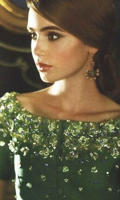 Lily Collins looks beautiful in a dress with heavy beading near the collar. Love the color, the makeup and the hair. Beauty Crush, Glamour, Look Fashion, Fashion Beauty, Hippie Fashion, Fashion Shoes, Girl Fashion, Fashion Accessories, Pretty People