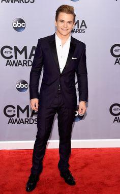 Hunter Hayes looks absolutely sleek!