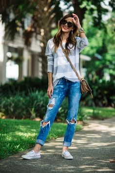 casual outfit, distressed boyfriend jeans