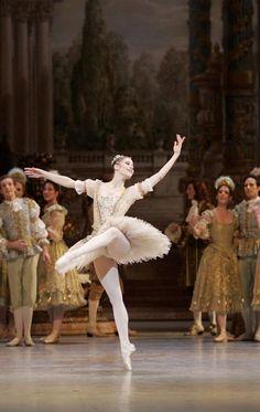 """Laëtitia Pujol, """"A Bela Adormecida"""", Ópera de Paris."""
