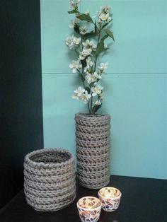 Leuke decoratie gemaakt van Hoooked Zpagetti Diy Crochet And Knitting, Crochet Home, Big Yarn, Crochet Storage, Simply Crochet, Decorating On A Budget, Knitting Patterns, Crafty, Elsa