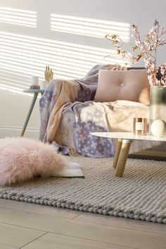 Discover Scandinavian home decor inspiration and interior design ideas for your home, from textured throws to wooden accessories, find the best decorating ideas to suit your taste. Pastel Living Room, Home Living Room, Living Room Decor, Pastel Interior, Interior Styling, Pastel Furniture, Baroque Decor, Happy New Home, Rustic Contemporary