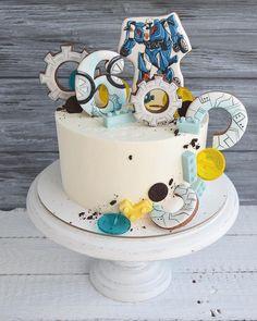 Немного выпала из инстаграмм, надеюсь вы меня потеряли ☺️ Давно мечтала сделать такой «размашистый торт». Пряники, леденцы, шоколадные детальки, все сложилось Заказ на тортики с пряниками я принимаю минимум за 1,5-2 недели, поэтому очень прошу Вас бронировать даты заранее, чтобы было время придумать дизайн и вовремя сделать пряники Пряники @_kseniyastrochkova_ ____________________________ Заказать торт, десерты +79234206513 ( WA/Viber) #томск #торттомск #тортвтомске #торт...