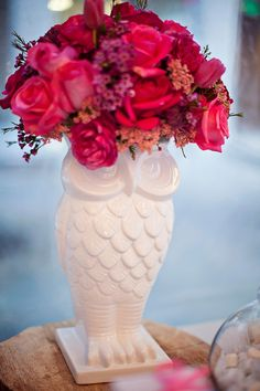 I have this vase…so glad to see an idea to make it pop. Big City Moms for Project Nursery Nicole Benitez Photography 023 Project Nursery/Big City Moms {Event Recap} Owl Baby Shower Table