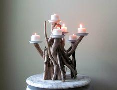 Une déco bois flotté - c'est une très bonne idée. Votre maison peut incorporer des détails en bois flotté pour l'été, tout comme pour l'hiver. Les deux saisons