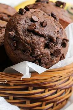 Liszt- és cukormentes ez a mennyei csokis-banános muffin Diabetic Recipes, Diet Recipes, Torte Cake, Sugar Free Desserts, Food And Drink, Low Carb, Sweets, Chocolate, Baking