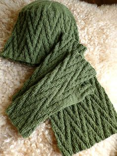 Zig Zag Mitts, Hat, and Scarf - Click Image to Close