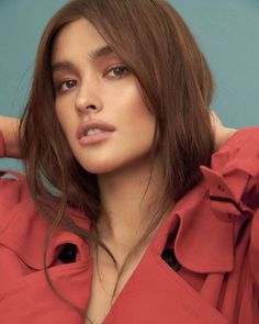 The much-awaited Star Magic Catalogue 2019 is finally here! Grab yours now at the ABS-CBN Store! And don't forget to catch the The… Filipina Actress, Filipina Beauty, Liza Soberano Photoshoot, Liza Soberano Instagram, Lisa Soberano, Beautiful Model Girl, Female Head, Nude Makeup, Girl Photography Poses