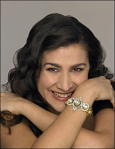 Cecilia Bartoli, Cavaliere OMRI is an Italian coloratura mezzo-soprano opera singer and recitalist. She is best known for her interpretations of the music of Mozart and Rossini. John Wilson, Mezzo Soprano, Music Sing, Extraordinary People, Opera Singers, Types Of Music, Concert Hall, My Favorite Music, Famous Faces