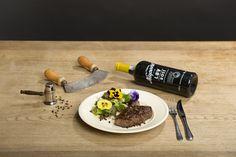 Ein gut gegrilltes oder gebratenes Pfeffersteak und einen schönen Portwein dazu. Am besten eignet sich dazu ein Late Bottled Vintage (Portwein LBV).