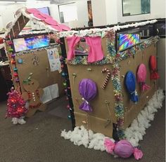 Christmas cubicle decorations - Gingerbread House