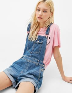 ¥3,834 Turn-up denim dungarees. Discover this and many more items in Bershka with new products every week