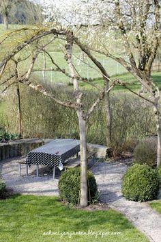 Vintage Weidenpavillon Weiden flechten Willow tree Sitzplatz Schatten DIY Gartengestaltung