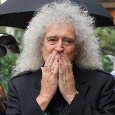 親愛なるブライアンメイ 。この距離感はやばかった。 #queen #brianmay #rogertaylor #QAL #budokan #adamlambert #tokyo #sony #sonya6000