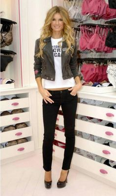 Marisa Miller - love her style Marisa Miller, Sienna Miller, Sports Illustrated, Victoria's Secret, Vs Lingerie, Rocker Chic, Me Time, Her Style, Sexy Women