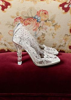 Anna Dello Russo Dolce and Gabbana cinderella shoes Pretty Shoes, Beautiful Shoes, Cute Shoes, Me Too Shoes, High Heels Stiletto, Shoe Boots, Shoes Sandals, Cinderella Shoes, Prom Heels