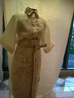 Life & Style: Pineapple Handloom Fiber of Aklan Philippines Modern Filipiniana Gown, Filipiniana Wedding, Barong Tagalog For Women, Philippines Outfit, Philippines Fashion, Filipino Fashion, Smart Casual Outfit, Thai Dress, Kpop Fashion Outfits