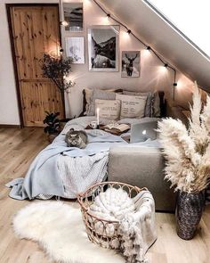 Find more at Pretty bedroom Have you noticed the cat? I Find more at Pretty bedroom Have you noticed the cat? Image by . Cute Bedroom Decor, Bedroom Decor For Teen Girls, Room Design Bedroom, Small Room Bedroom, Room Ideas Bedroom, Pretty Bedroom, Boho Teen Bedroom, Bedroom Inspo, Dream Bedroom