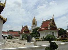 Sightseeing Temple of Thai Chinnarat Buddha Statue, Wat Yai.