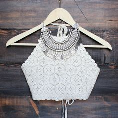 Cream colored halter crochet crop top that features a tie neck and back. Fully lined. Digging the boho vibe. Seen styled with our floral kimono jacket, antalya turkish coin collar, black boo Tops A Crochet, Crochet Crop Top, Festival Outfits, Festival Fashion, Coachella Festival, Look Boho, Summer Crop Tops, Halter Crop Top, Mannequins