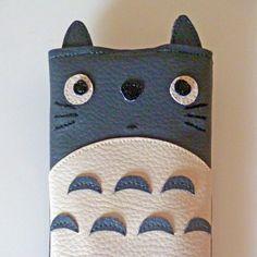 Housse téléphone portable Totoro simili-cuir : Etuis portables par alombreduncerisier