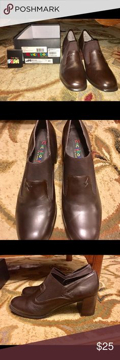 """Women's Brown Leather Dress Pump """"Everybody"""" women's leather dress pumps.  Style """"Melina"""" New with Box - 2 1/2 inch heel - very comfortable.  Slip-on - Cushioned insole, cushioned inside, elastic vamp with a flexible sole.  Excellent quality! Everybody Shoes"""