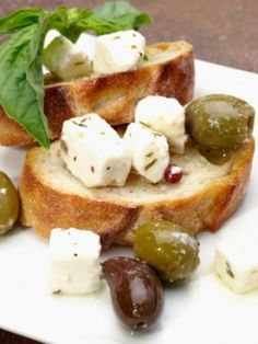 Learn how the make the best Feta cheese you ever tasted right at home.Complete list of supplies, ingredients, and recipes Goat Milk Recipes, No Dairy Recipes, Greek Recipes, Cheese Recipes, Cooking Recipes, Making Cheese At Home, How To Make Cheese, Food To Make, Butter Cheese