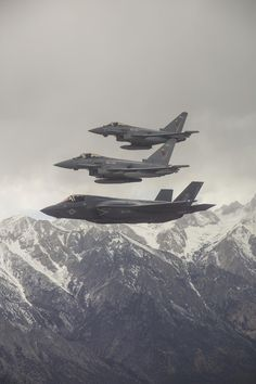 S Marine Corps Lockheed Martin and Royal Air Force Eurofighter Typhoon flying in formation. Stealth Aircraft, Fighter Aircraft, Fighter Jets, Stealth Bomber, Helicopter Plane, Jet Plane, Military Jets, Military Aircraft, Military Salute
