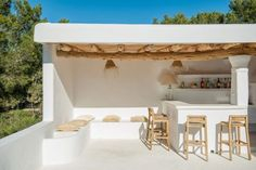 Ibiza living: Ibiza homes – Can Olivos Outdoor Spaces, Outdoor Living, Beach Bathrooms, Outdoor Bathrooms, Mediterranean Homes, Mediterranean Architecture, Spanish House, Terrace Garden, Lounge Areas