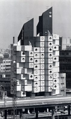 kisho kurokawa - nakagin capsule tower, 1972, tokyo, japan.  Siempre he pensado que parecen lavadoras