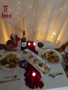 Te adecuamos el espacio y te elaboramos tu cena como la requieras Romantic Dinner Tables, Romantic Meals, Winter Wedding Decorations, Table Decorations, Ideas Aniversario, Bistro Food, Best Boyfriend Gifts, Romantic Surprise, Party Snacks