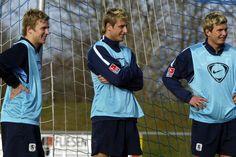 Dreierpack bedeutet im Fußball, dass drei Fußballspieler sich eine Friseurin teilen, die ihnen die Strähnchen färbt. Oder?
