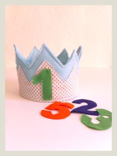 Corona de fieltro y tela para cumpleaños. Buohkids