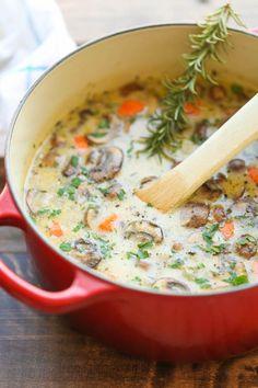 Creamy Soupe au poulet et aux champignons - Alors confortable, si réconfortante et juste si crémeux.  Le meilleur de tous, ceci est fait en 30 minutes, du début à la fin - si rapide et facile!