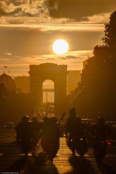 1305 Soleil Arc de Triomphe G005248c_.jpg by DavidBy on Flickr.