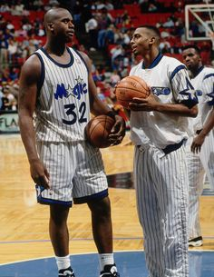Shaq & Penny Chop It Up, '95. Basketball Leagues, Basketball Pictures, Love And Basketball, Basketball Legends, Sports Basketball, College Basketball, Basketball Players, Penny Hardaway, Memphis Tigers