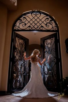 7 Essential Wedding Day Bridal Shots - Bridal Pose - Cilento Photography