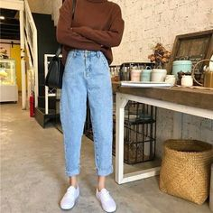 To School Outfit jeans Comfy Jean Outfits Bequeme Jean-Outfits Vintage Outfits, Retro Outfits, Mode Outfits, Cute Casual Outfits, Jean Outfits, Outfits With Mom Jeans, Vintage Jeans, Fashion Vintage, 90s Mom Jeans