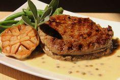 Rib eye steak s omáčkou z pečeného česneku